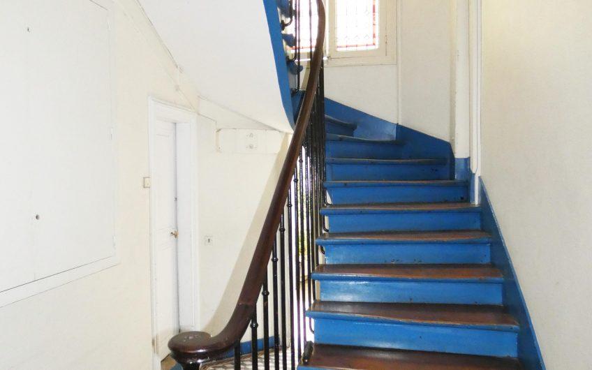 Appartement à rénover avec tout le cachet de l'ancien – Paris 15ème