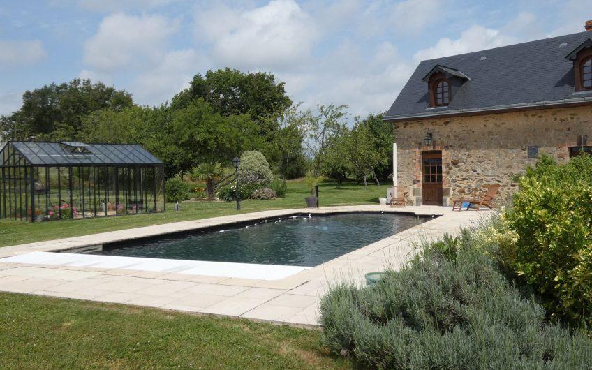 Et si vous aviez envie de changer d'air ? Superbe propriété sur plus de 4 hectares avec piscine et fôret – Commune de Ménil